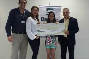 Jovem premiada é cliente da agência Dores do Banese / Foto: Divulgação